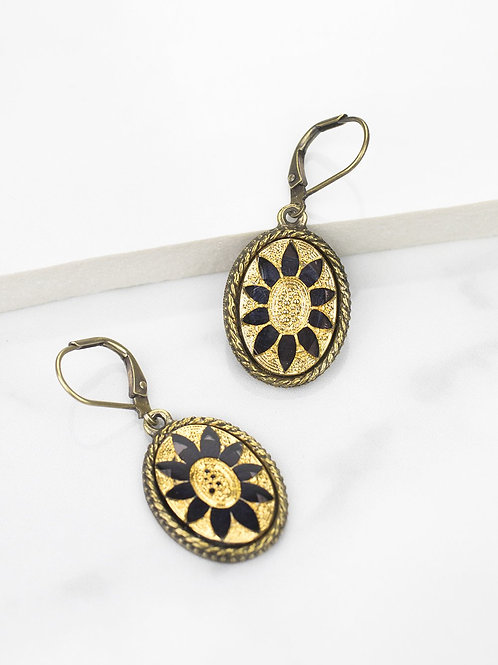 Grandmother's Buttons - Gilded Daisies in Jet