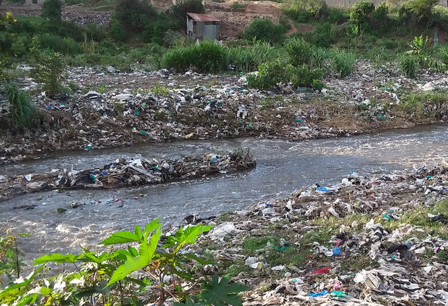 Litter along the Nairobi River in Kenya