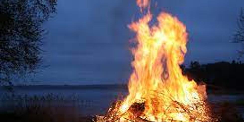 Valborgsmässoafton kan ni se bålet och höra talet till våren digitalt