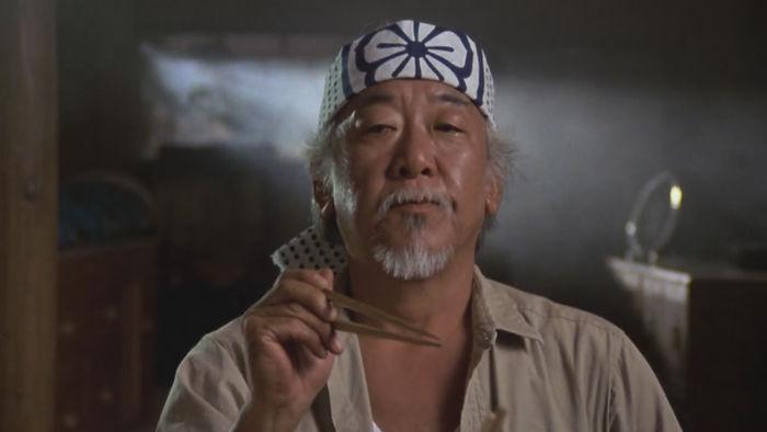 Noriyuki Pat Morita como Kensuke Miyagi en Karate Kid, 1983