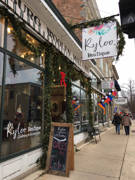 Cedarburg_ChristmasDowntown.JPG