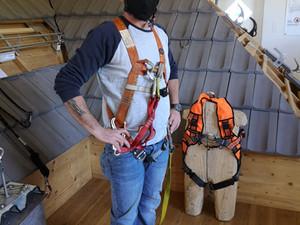 Ausbildung für das Arbeiten mit der persönlichen Schutzausrüstung gegen Absturz