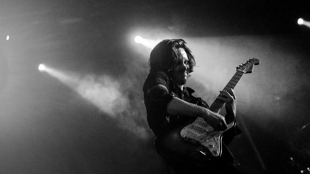 Simon Ask er guitarist i bandet Katinka