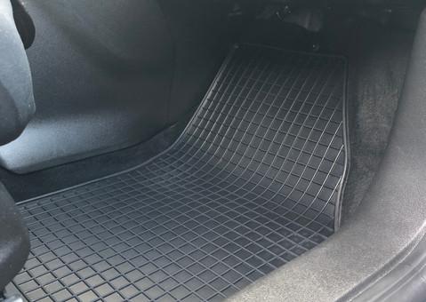 Innenraumreinigung - Reinigung der Fußmatten