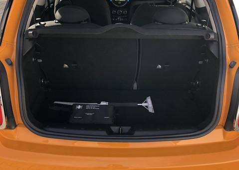 Innenraumreinigung - Saugen des Kofferraum