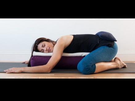 Yoga restaurativo: el arte de la relajación