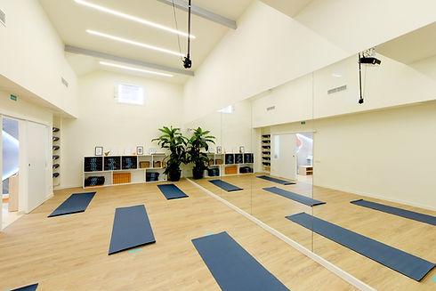 sala de yoga meditacion estudio madrid