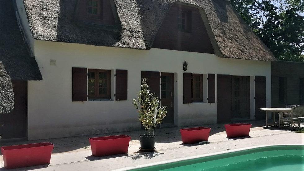 Authentique chaumière située dans un bourg guérandais.