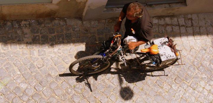 """Omul """"Invizibil"""" ce canta la nai. Lisboa 2010"""