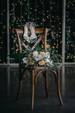 Souliers sur chaise Toscane.jpg