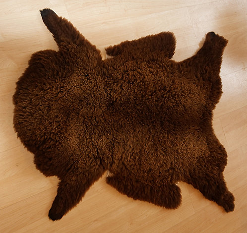 Peau de mouton Brun-Noir du pays