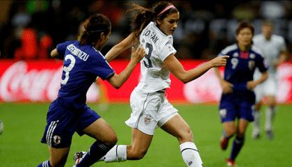 Mujeres jugando al football