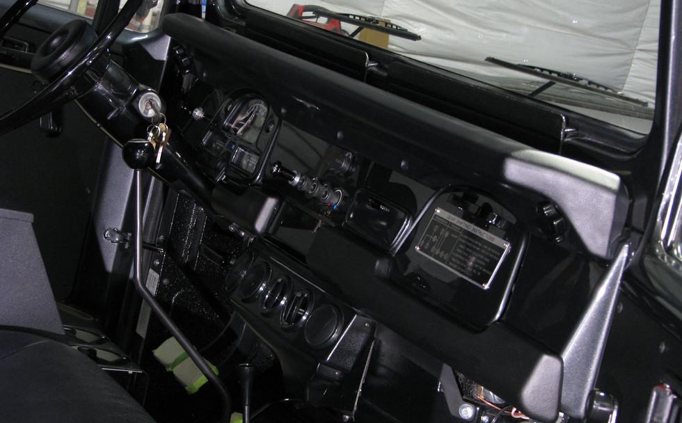 Vintage Air under dash unit.jpg