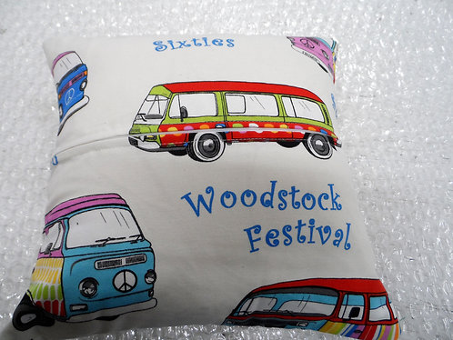 "16"" Cushion Covers (plain background) with inserts x 2"