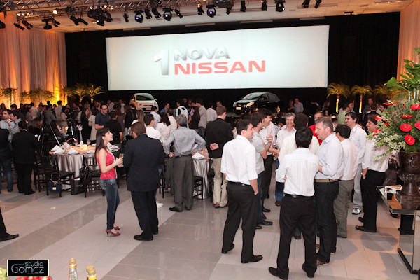 Lançamento Nissan March e Versa