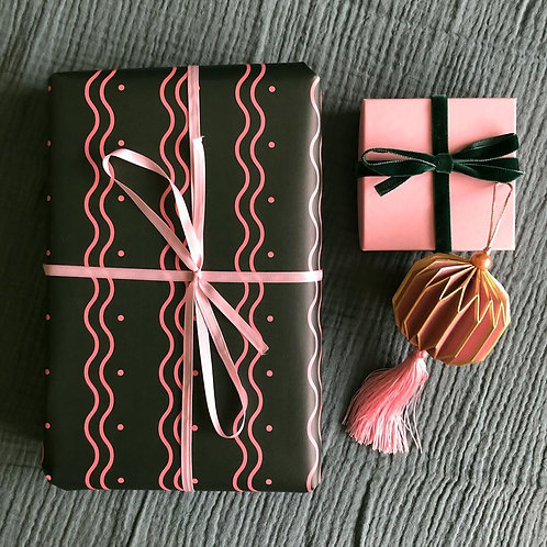 Wiggle Wrapping Paper Sheet - Folded