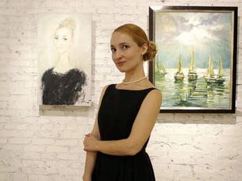 """Leonora Yanko welcomes guests on the """"Funds of the Gallery. Part 1"""" art exhibition"""
