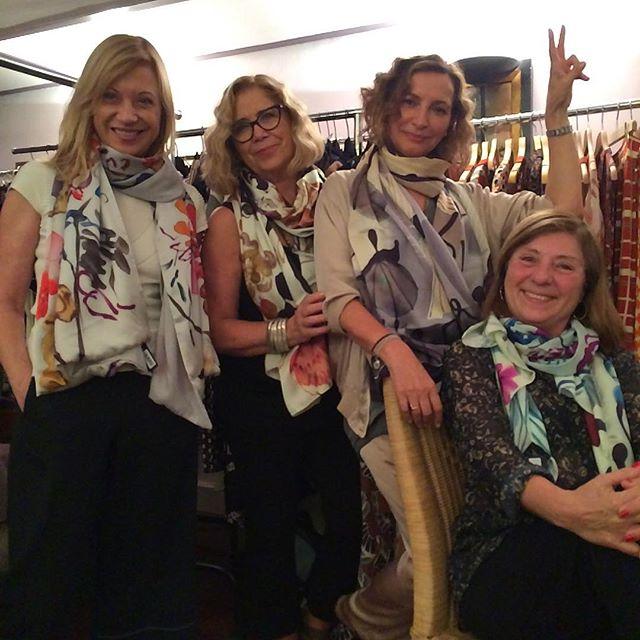 Nos enamoran los pañuelos de Ana Zaragoza#show room de Laura Clusellas#