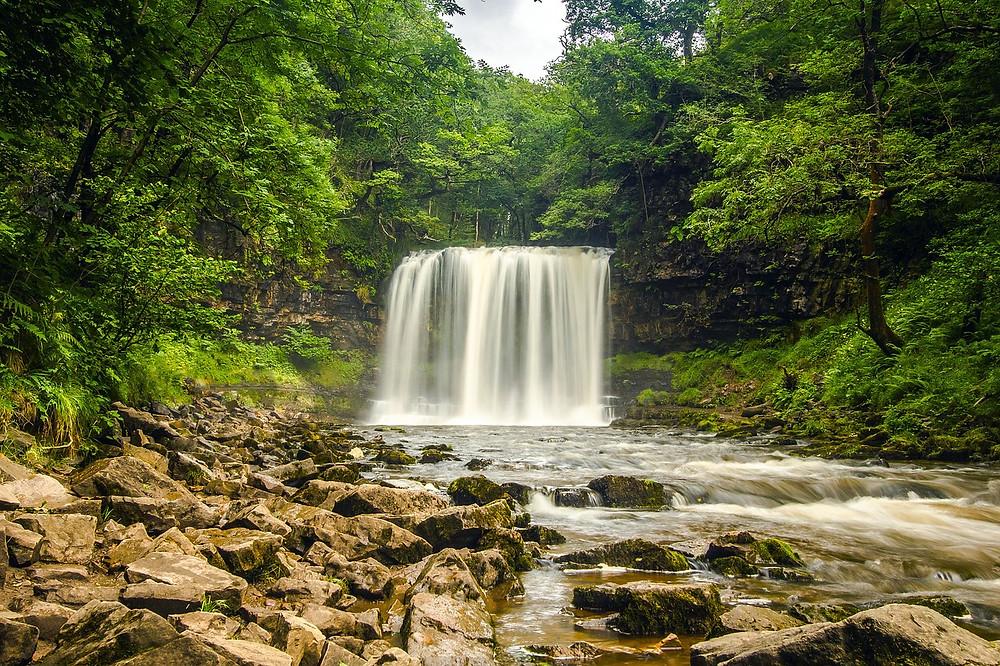 waterfall-2090886_1280