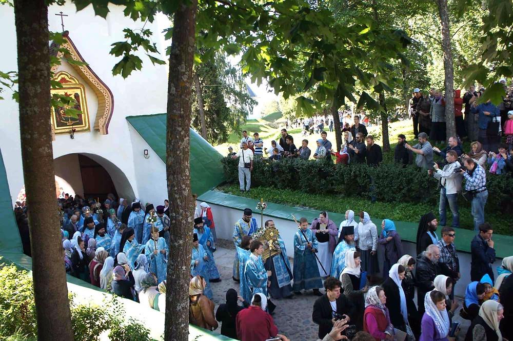 Ristisaatto Petserin luostarissa