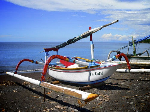191-bali-amed-bateau-peche-traditionnel