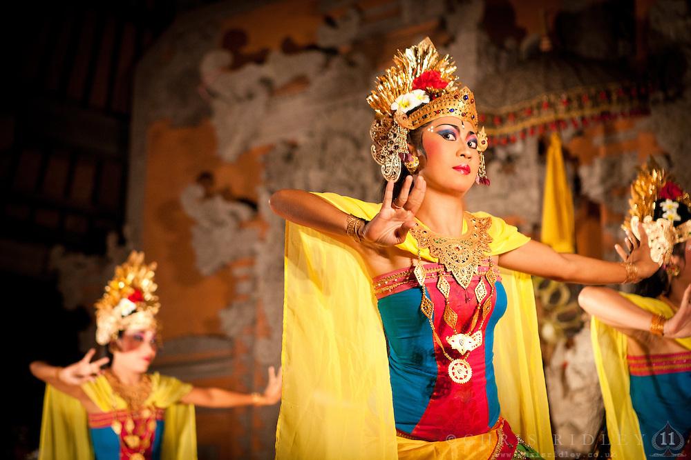 Legong-Dance-in-Ubud-Bali-IMG-9643-110119-C-Ridley