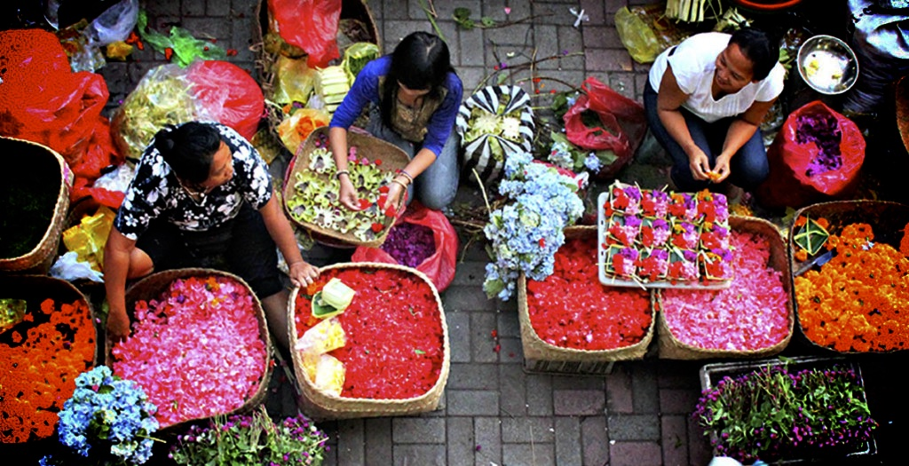 BALI_morning_market_flower_sellers1-1024x525