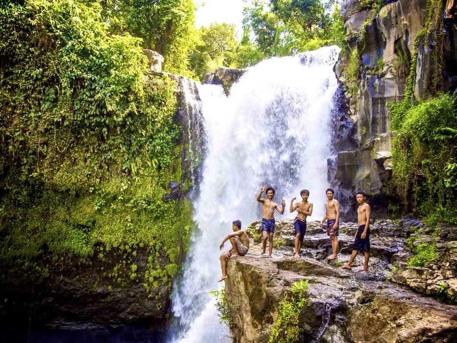 Tegenungan-waterfall-ubud-933x700