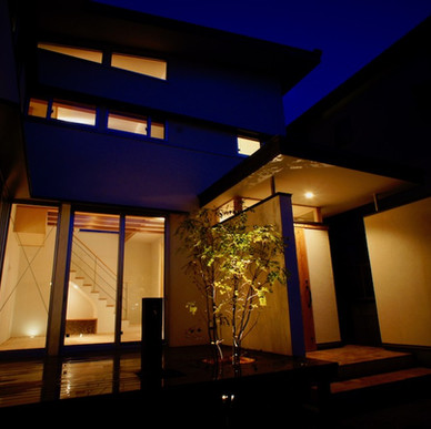 漆喰と地元杉の家