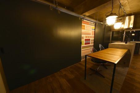 KAKERU黒板塗装パントリー扉1.jpg