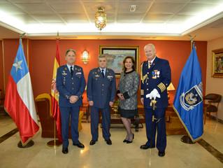 Distinguidos nuevos miembros ingresan al Instituto de Investigaciones Histórico Aeronáuticas de Chil