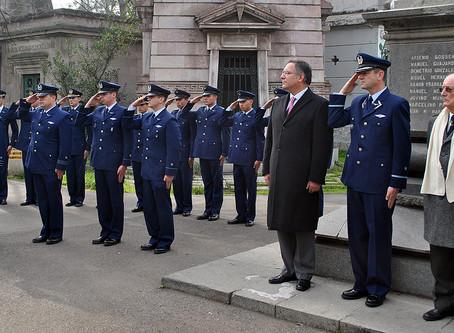 Ceremonia Conmemorativa en recuerdo del Piloto nacional, don Eulogio Sánchez Errázuriz en el Cemente