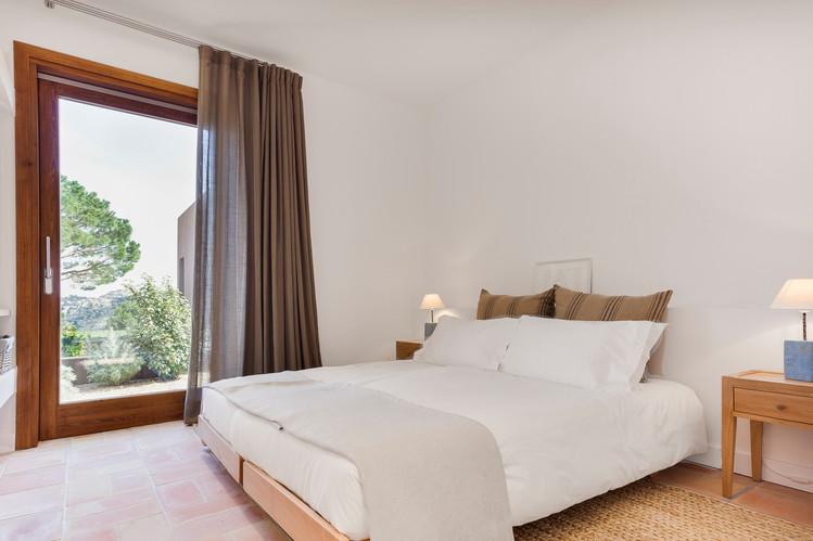 Bedrooms - single