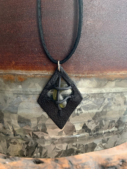 Leather-look Seaglass Pendant Black/OliveSwirl