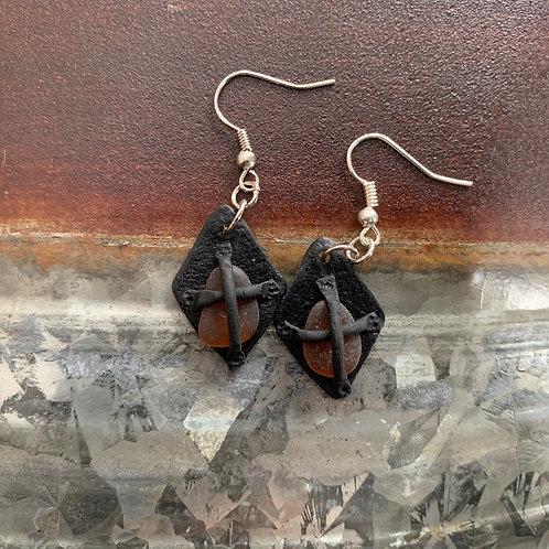 Leather-look Seaglass Earrings Black/Amber