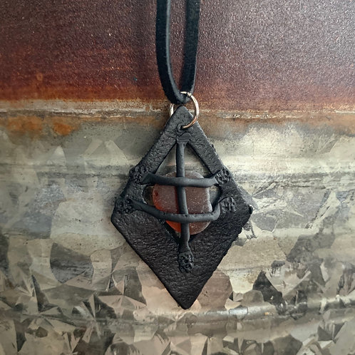 Leather-look Seaglass Pendant Black/Amber
