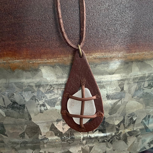 Leather-look Seaglass Pendant Brown/White
