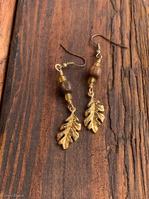 Leaf Charm Earrings: Oak/Gold