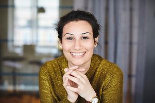 Gülümseyen iş kadını portresi