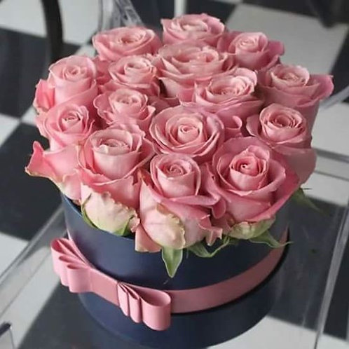 Æske med lyserød roser