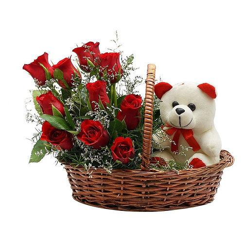 Kurv med rød roser og bamse