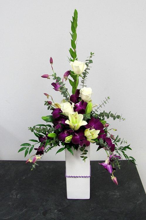 Høj lilla og hvid dekoration