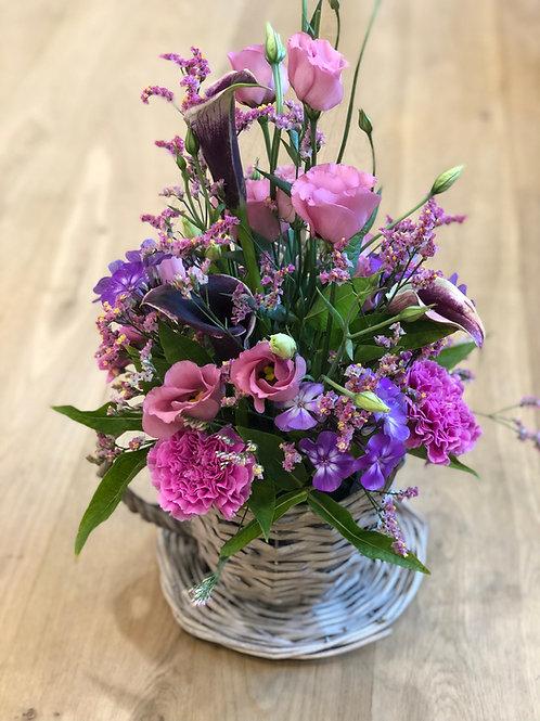 Elegant blomst med kurv
