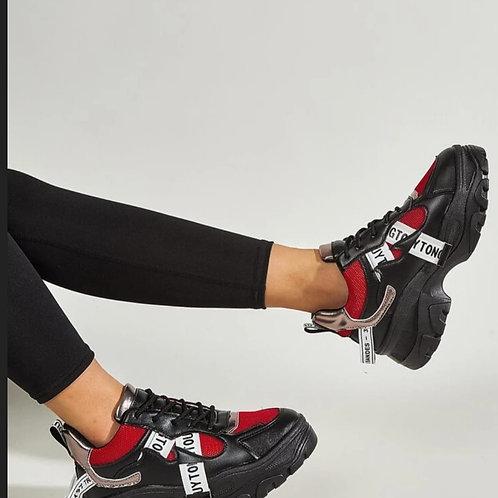 See me here sneakers