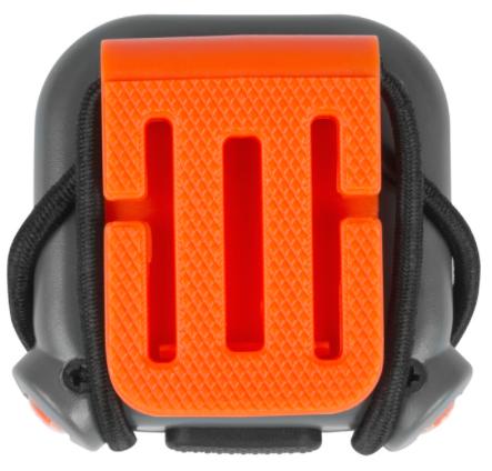 Aus ABS-Kunststoff und Gummi Drei ultrahelle LEDs mit vier Lichtmodulen LED-Helligkeit: 15.000–17.000 MCD Mit Gummiband, Fixierband und Federklemme für unendliche Möglichkeiten der Anbringung Lieferung mit einem Handbuch in EN/FR/DE/IT/ES/NL für zusätzliche