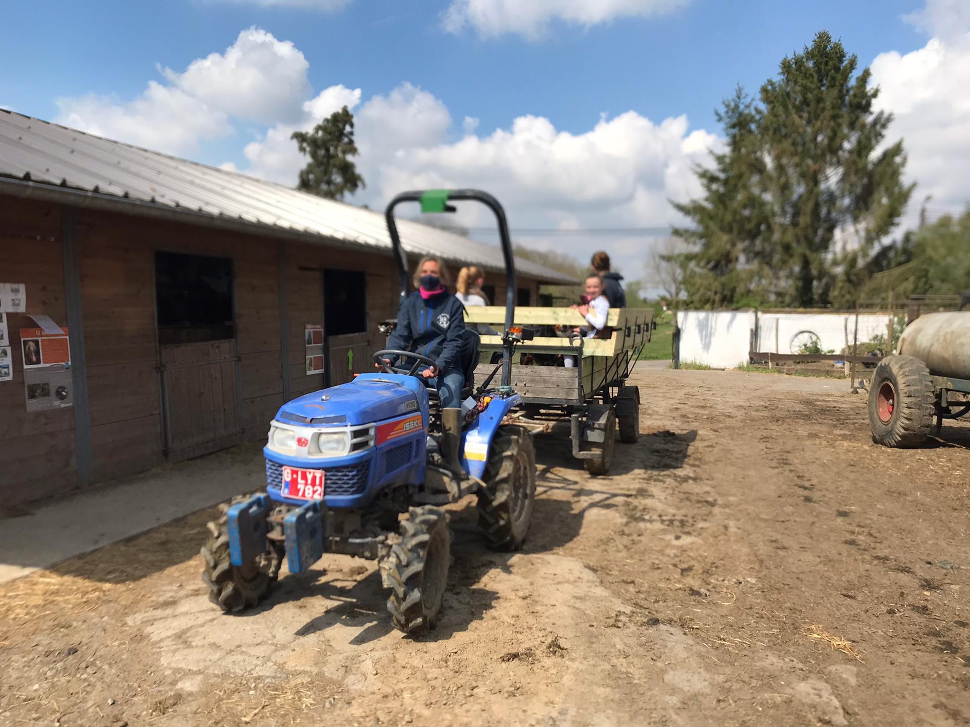 Visite guidée et balade en tracteur