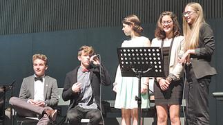 """Konzert"" bei der Bez-Abschlussfeier"