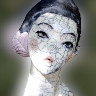 le chignon lilas- visible à la Galerie Terre D'Ici à Perros Guirrec