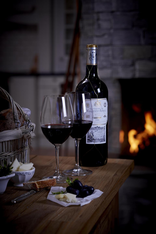 Rødvin på hytta-matfotograf