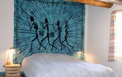 Lit double en chambre séparée / Double bed in separate room
